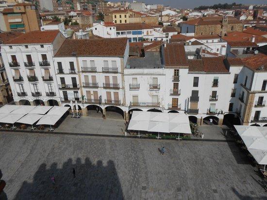Torre de Bujaco: Vista Panorámica de la Plaza Mayor