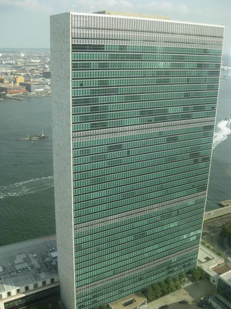 ONE UN New York : View of UN HQ from room - no one can see us up here!