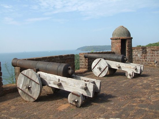 Reis Magos Fort: Cannons at fort