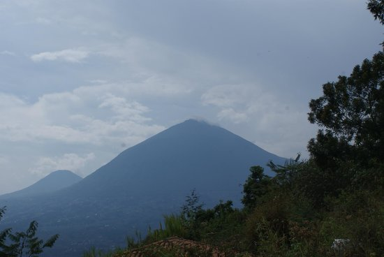 Virunga Lodge: View of the first gorrila inhabited volcano