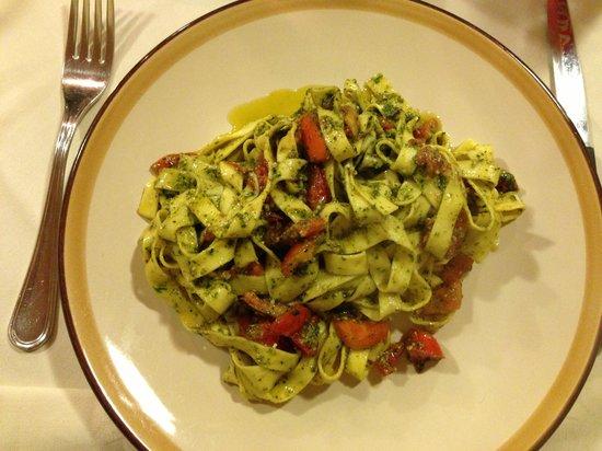Sapori di Toscana: Hjemmelavet taglatelli med pesto og friske tomater