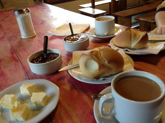 Hostel La Angostura: desayuno