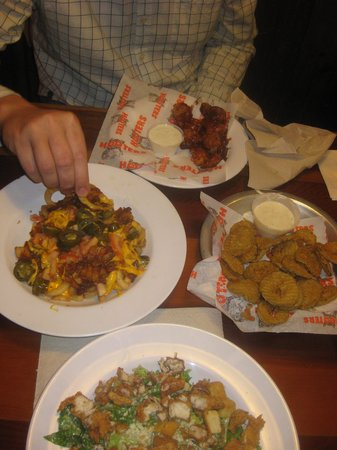 Americas Best Value Inn Nashville North / Goodlettsville: The meal at Hooters that cost more than our room!!