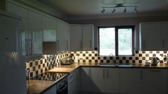 Foxglove Cottages: Kitchen
