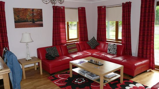 Foxglove Cottages: Living room