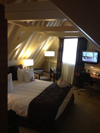 Crowne Plaza Amsterdam City Centre: Huge bed :-)