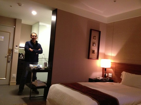 Pacific Business Hotel: Our room
