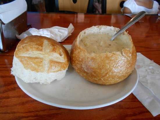 Sound View Cafe: Chowder in a bread bowl