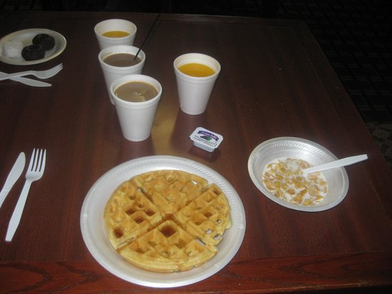 Motel 6 Memphis Northeast : breakfast!
