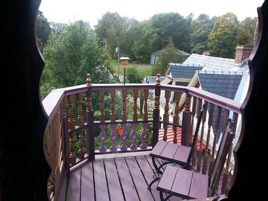 Trebor Mansion Inn: deck