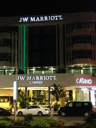 JW Marriott Cannes : Front of the hotel at night