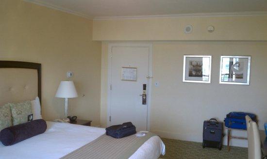 Omni Shoreham Hotel: Inside Room