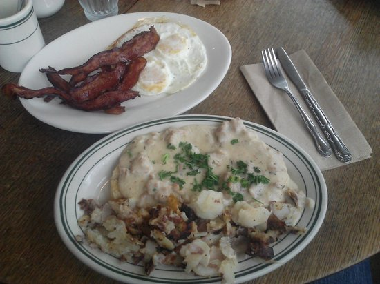 Calico Cupboard Cafe & Bakery: Biscuits & Gravy