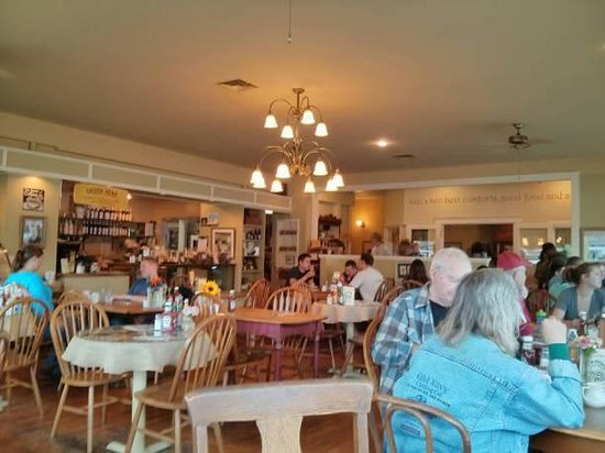 Calico Cupboard Cafe & Bakery: Dining Room