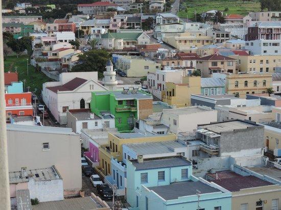 ฮิลตัน แคป ทาวน์ ซิตี้ เซ็นเตอร์ โฮเต็ล: Cape Town is a pastel-colored city, taken from room