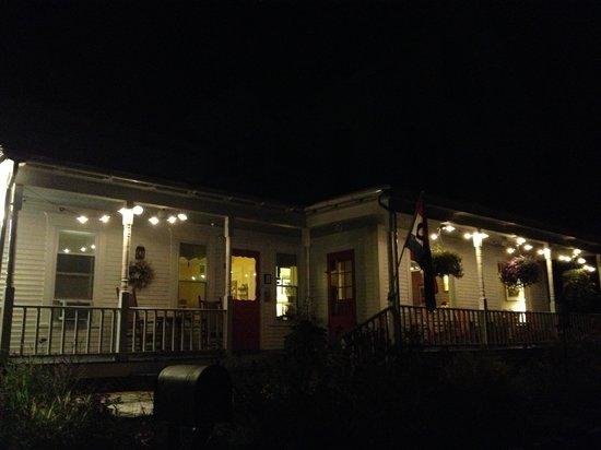 Halladay's Harvest Barn Inn: lovely Inn