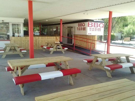 Boomers BBQ : outside seating -- indoor seating to the back