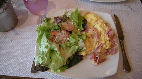 Le Beaujolais: Omelet plate