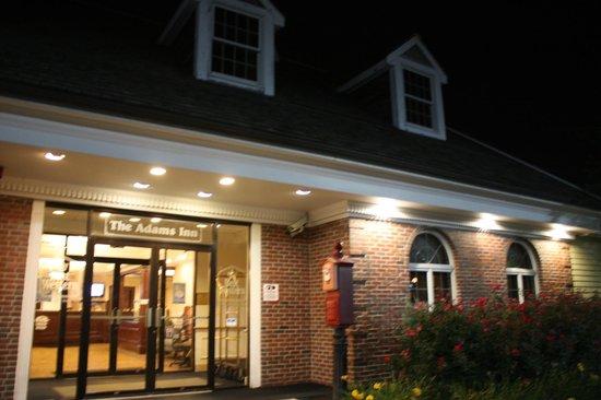 Best Western Adams Inn Quincy-Boston : Outside at night