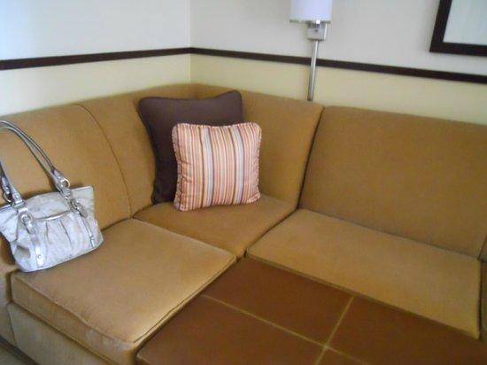 Hyatt Place Birmingham / Inverness: Corner sofa