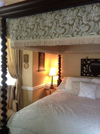 The Aerie Bed and Breakfast: Nantucket Room