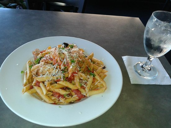 Tellers Gallery & Bar: Mediterranean Salad