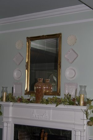 Clewiston Inn: Beautiful mirro in dining room