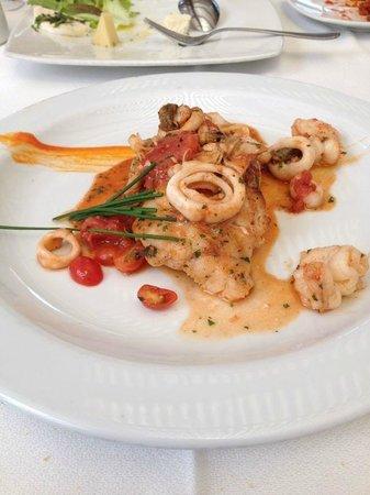 Carmine Gastronomía & Arte : Pescado en salsa de mariscos