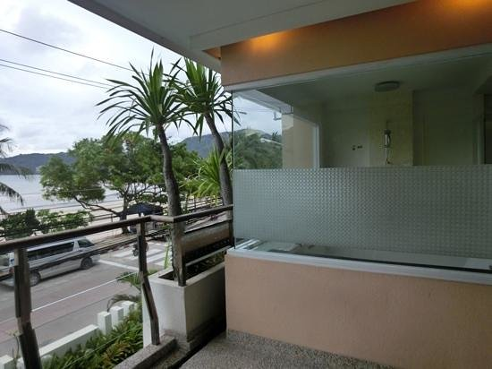 The Bliss South Beach Paton : You may not like this-bathroom can be seen from the outside (spot the shower head).