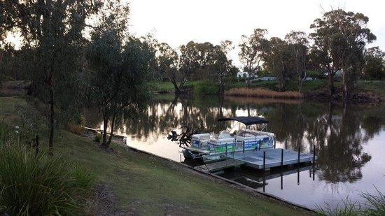 BIG4 Deniliquin Holiday Park: Looking at the Edwars river from the picnic area in the park