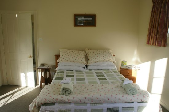 Rose Cottage: Bedroom setting