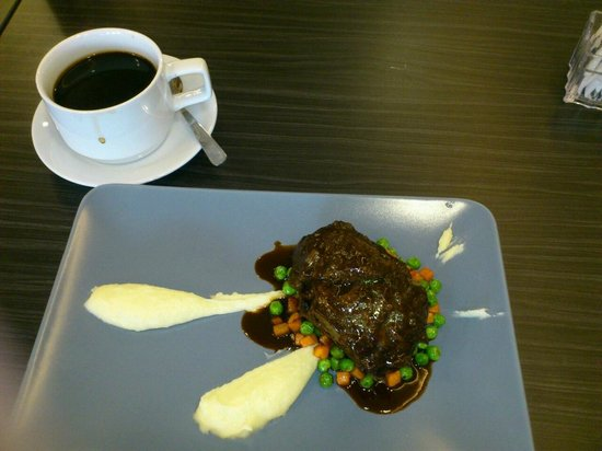 Violet House Cafe : braised beef cheek