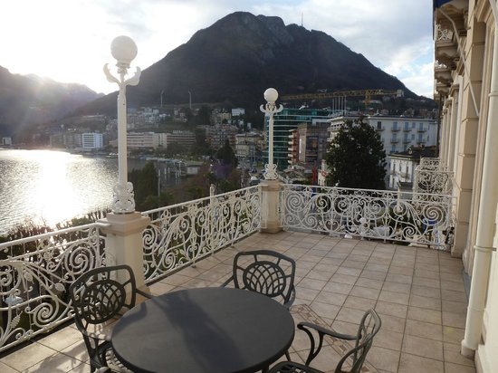 Hotel Splendide Royal: Huge terrace in classic lakefront room