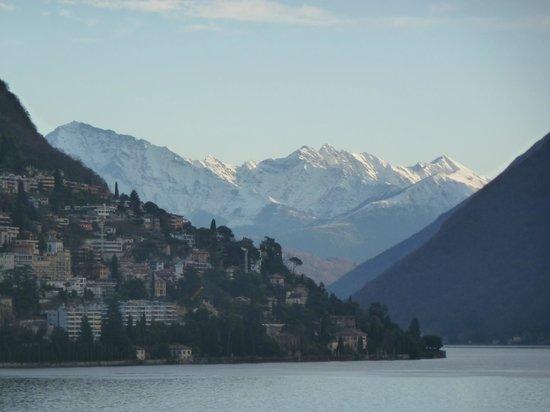 Hotel Splendide Royal: snow capped italian mountains