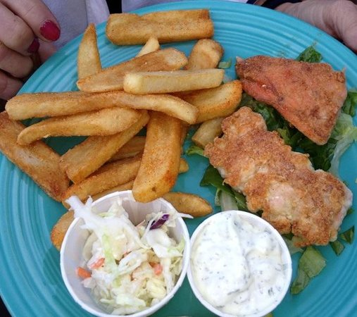 Wet Dog Cafe & Brewery: grilled salmon fish & chips