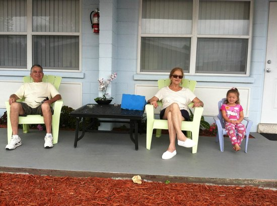 Sun Life Beach Hotel: Pili, Carlos and Krystal on the front porch of two room suite