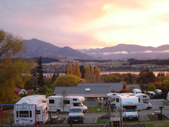 Wanaka Kiwi Holiday Park & Motels: Ariel view of park