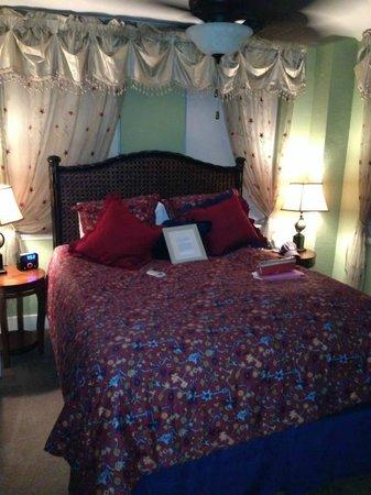 Casablanca Inn on the Bay: Bedroom