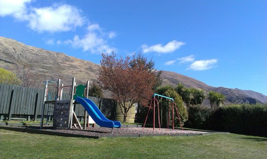 Wanaka Kiwi Holiday Park & Motels: Kids playpark