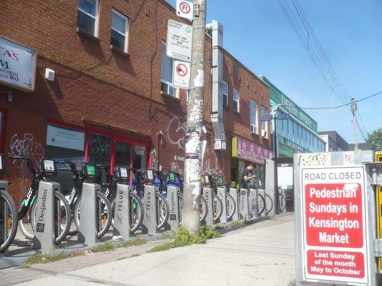 Planet Traveler: Bikes for rent few blocks south of the hostel
