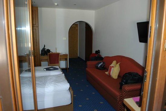 Hotel & Residence Rainer Eggele: Stanza vista dal balcone