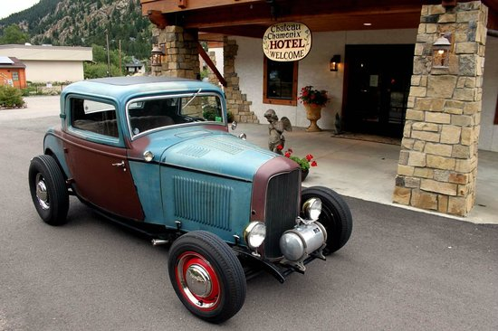 Hotel Chateau Chamonix: We were there for the 60th anniversary of the Hot Rod Hill Climb. This was one of the cars.
