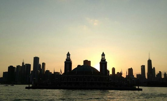 Mercury, Chicago's Skyline Cruiseline: End of Navy Pier at sunset.