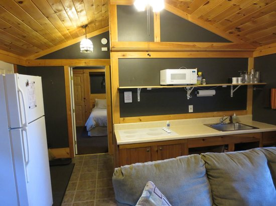 Acadia Cottages: Deluxe Cabin #15 Kitchen