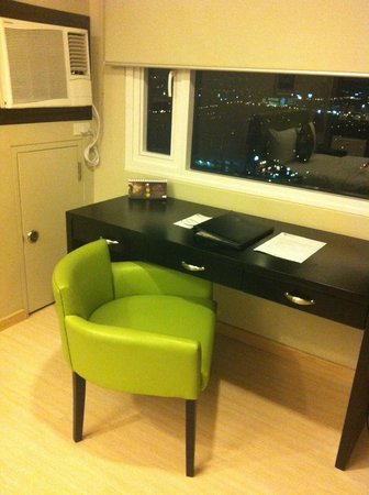 The Exchange Regency Residence Hotel: desk