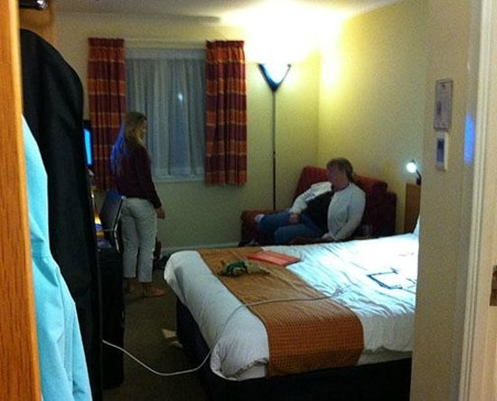 Holiday Inn Express Stirling: Room is a little small for 3 people.