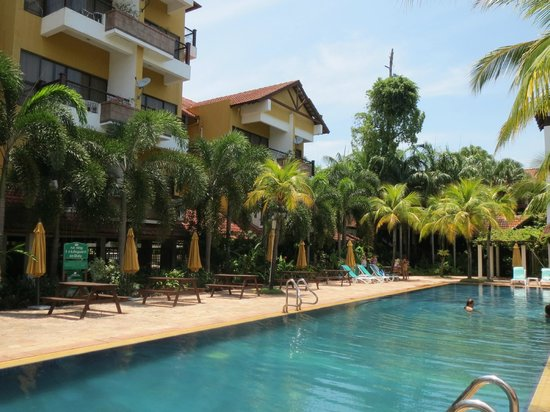 Tiara Labuan Hotel : pool and grounds