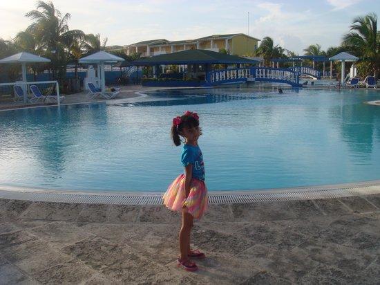 Hotel Playa Coco: Lindas piscinas