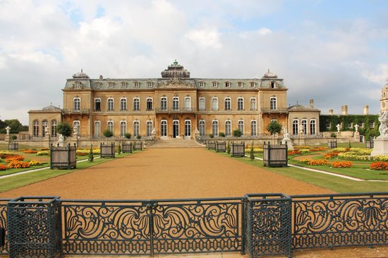 The Old Forge B&B: Wrest Park, 10 minute drive, 600 years of the de Greys estate