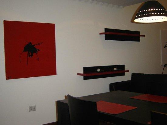 Mora Loft: Art around the living room